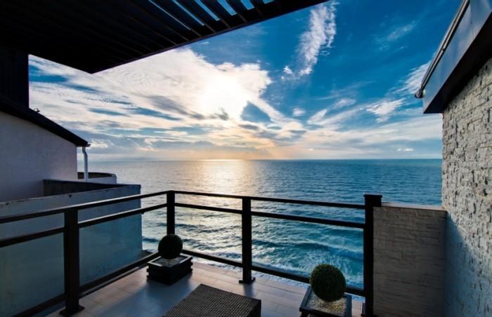 toller-balkon-mit-blick-aufs-meer-wunderschönes-haus-mit-panorama