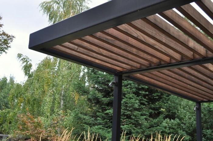 tolles-modell-metall-pergola-grüne-umgebung-super-frisches-ambiente