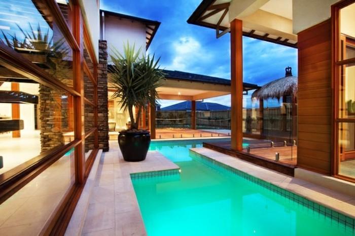 unikaler-pool-und-schöne-umgebung-modernes-panorama-haus