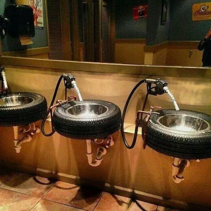 waschbecken-im-badezimmer-altreifen-recycling-diy-möbel-aus-autoreifen