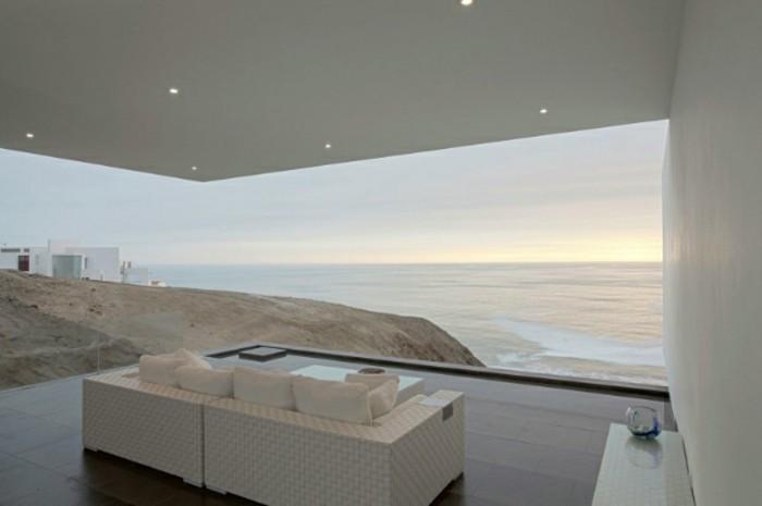 weiße-minimalistische-architektur-haus-mit-panorama