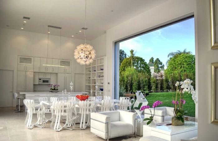 weiße-schicke-wohnung-mit-herrlichem-ausblick-und-modernem-design