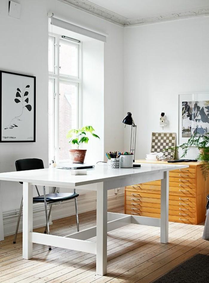 weißer-Schreibtisch-mit-leselampe
