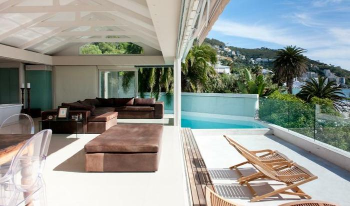wunderschönes-luxus-haus-mit-panorama-schönes-wetter-draußen
