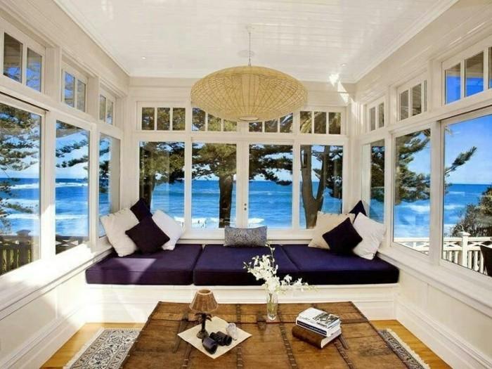 wunderschönes-panorama-haus-mit-weißem-design-am-strand