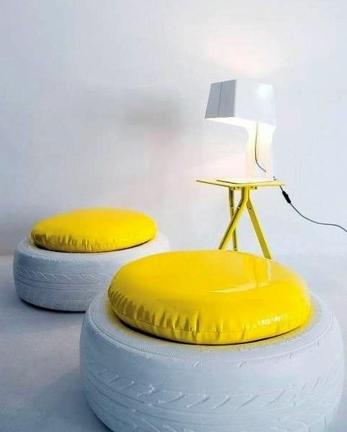 zwei-hocker-in-gelb-und-weiß-altreifen-recycling-diy-möbel