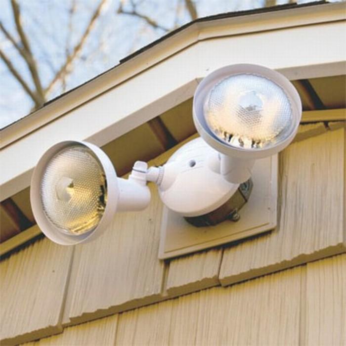 Außenbeleuchtung-mit-Bewegungsmelder-mit-beweglichen-Birnen
