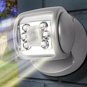 Lampe mit Bewegungsmelder – plötzliches Licht