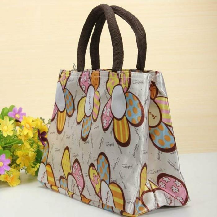 Ausgefallene-Handtaschen-fröhlich-mit-brauner-henkel