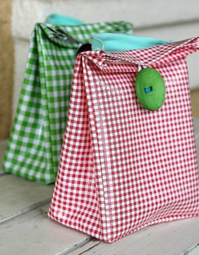 Ausgefallene-Handtaschen-grün-rot-kariert-mit-knopf