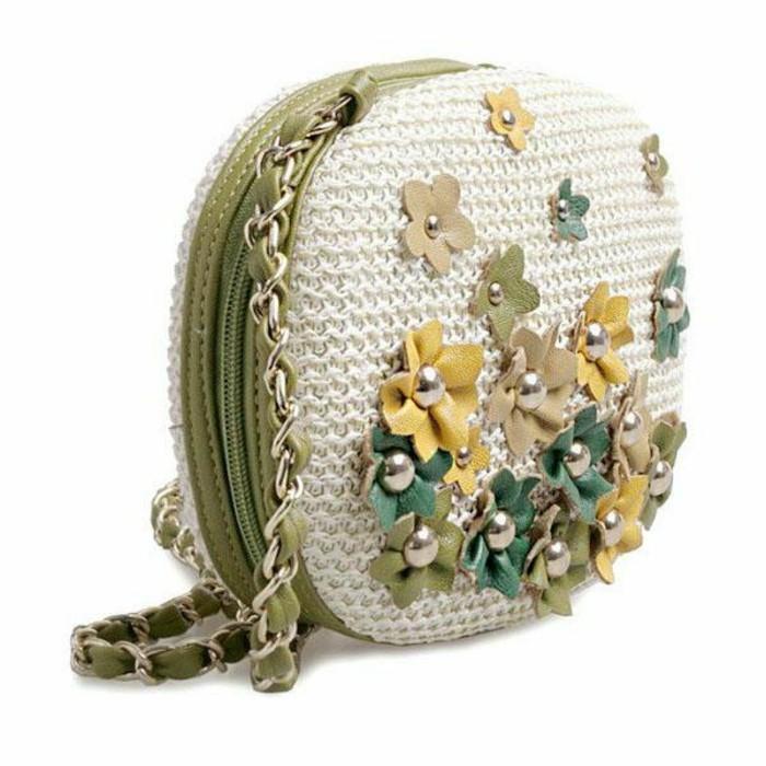 Ausgefallene-Handtaschen-mit-blumen-verzierung-kleines-modell