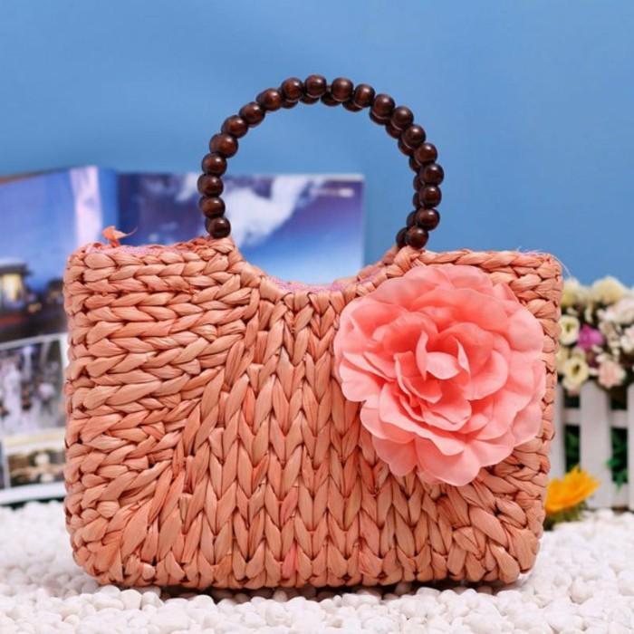 Ausgefallene-Handtaschen-mit-perlen-henkel