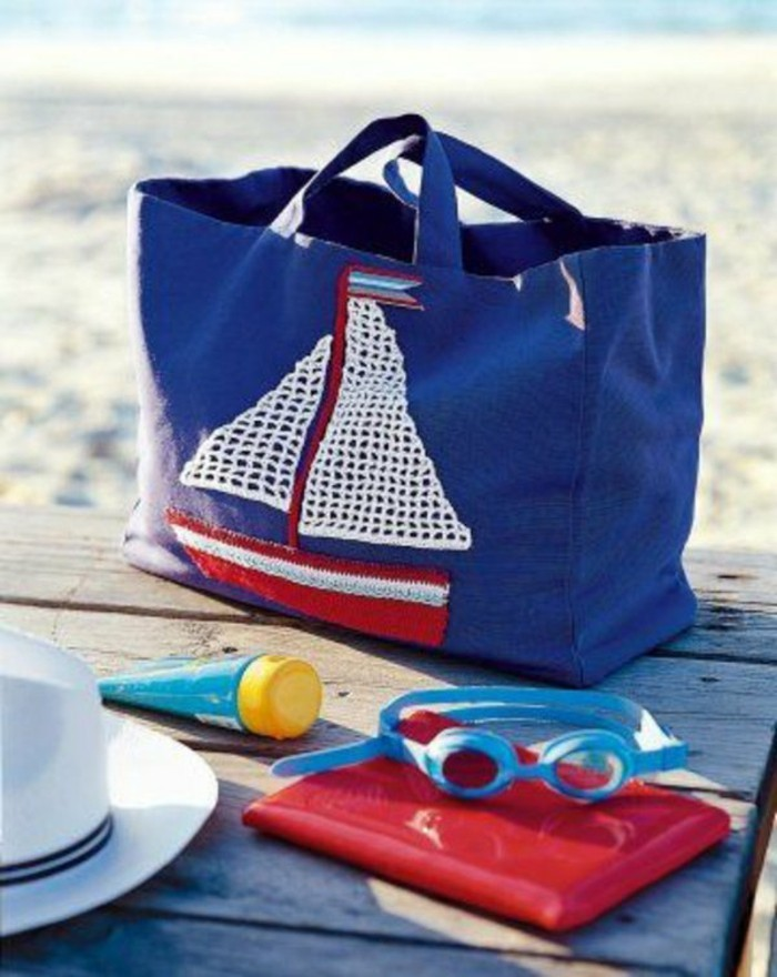 Ausgefallene-Handtaschen-sommer-urlaub-ans-meer-brillen-und-weißer-hut