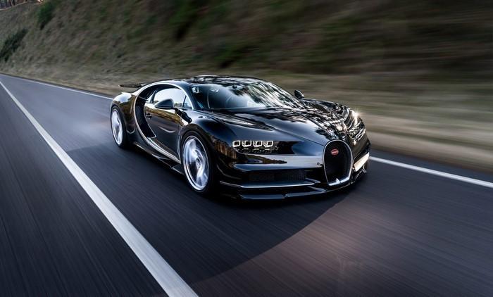 Auto-Scout-Bugatti-auf-dem-Autobahn