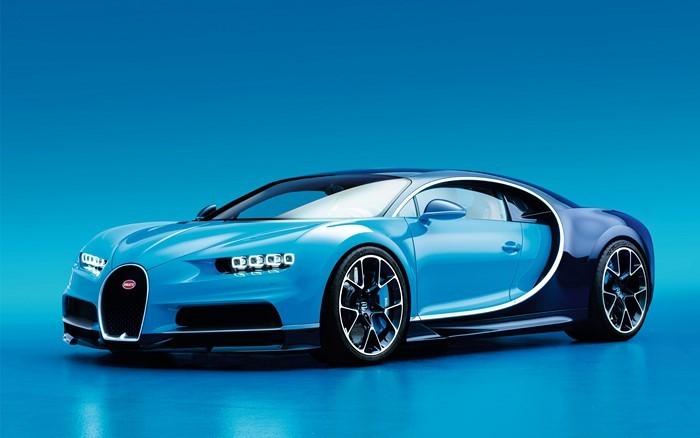 Auto-Scout-Bugatti-chiron-in-blau