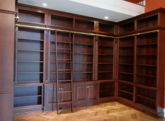 Bücherregal-Leiter-die-Bücher-sind-noch-nicht-dabei