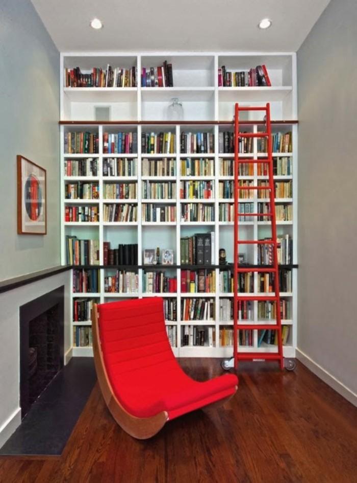 Bücherregal-Leiter-in-roter-Farbe