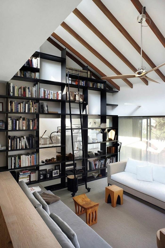 Bücherregal-Leiter-in-schwarzer-Farbe