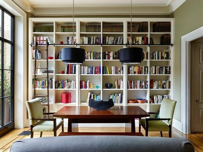 Bücherregal-Leiter-ist-ganz-modern
