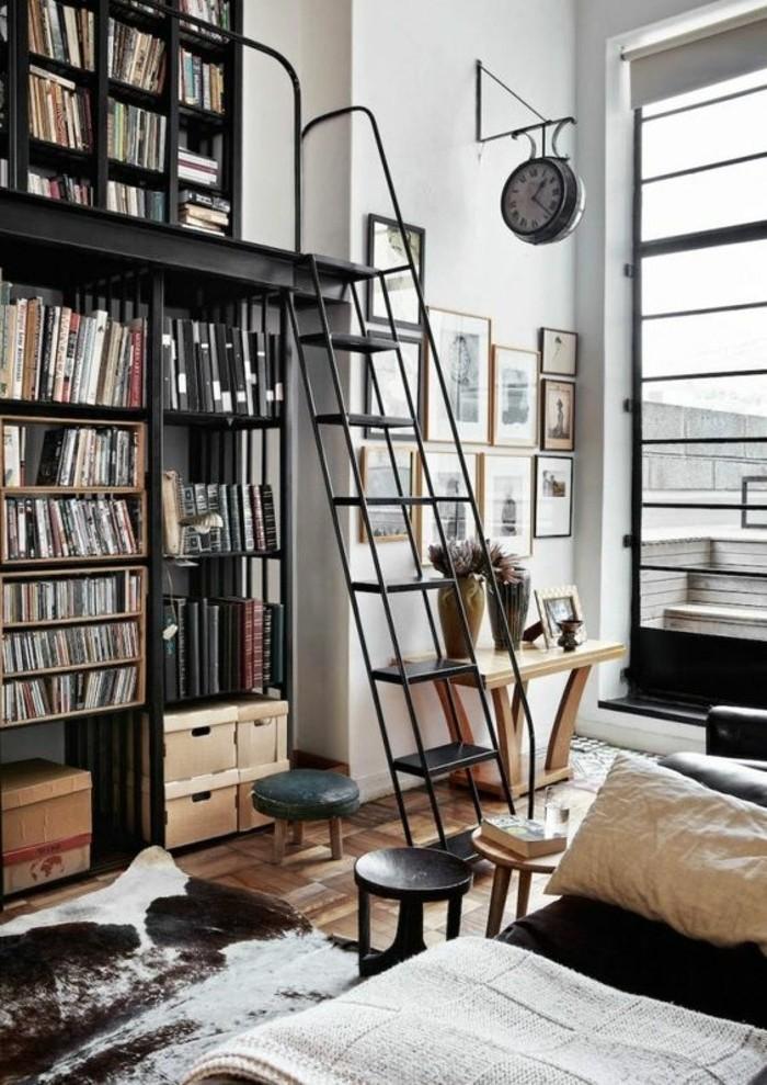 Bücherregal-mit-Leiter-auf-zwei-Stufe