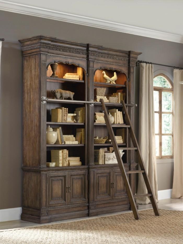 Bücherregal-mit-Leiter-aus-Holz