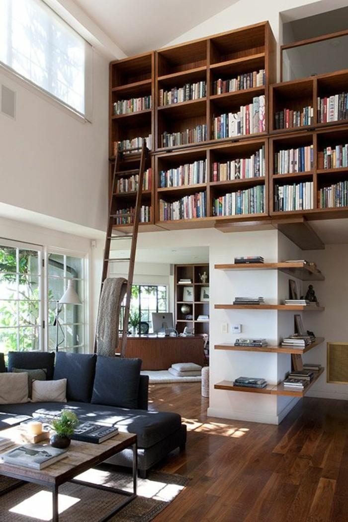 Bücherregal-mit-Leiter-sehr-hoch