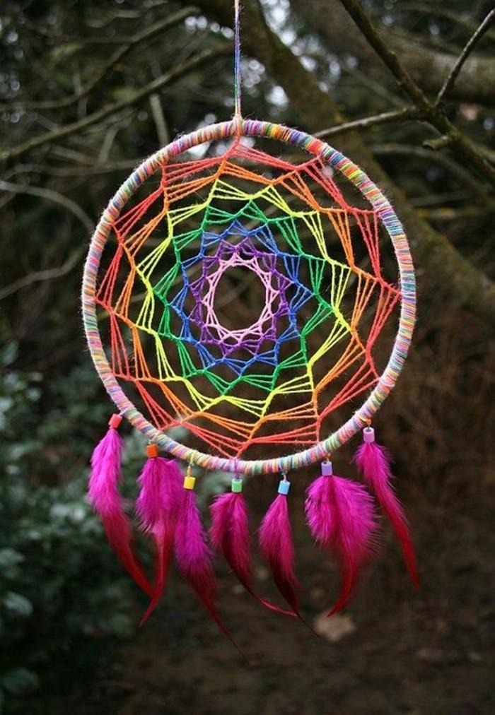 Basteln-mit-Federn-in-Farbe-von-Regenbogen