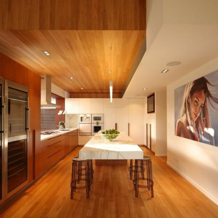 Deckenpaneele-Holz-in-der-Küche