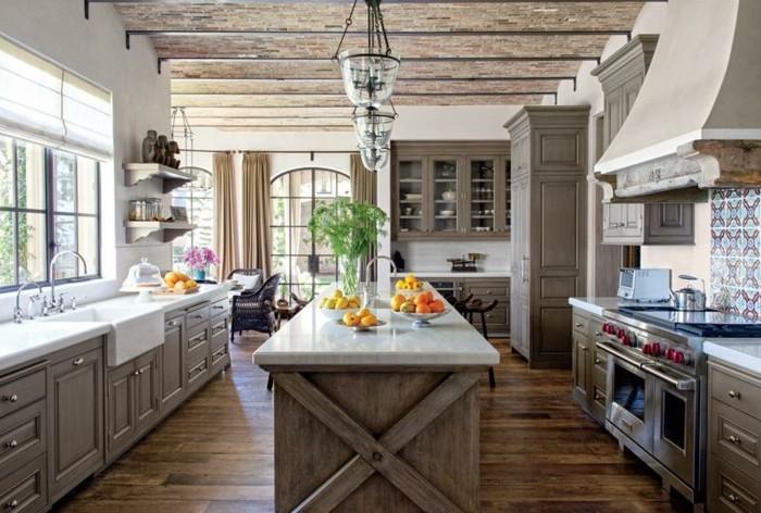 Deckenpaneele-Holz-wie-Mosaik-aussehend