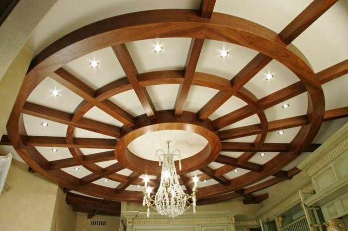 Deckenverkleidung-aus-Holz-sehr-luxuriös
