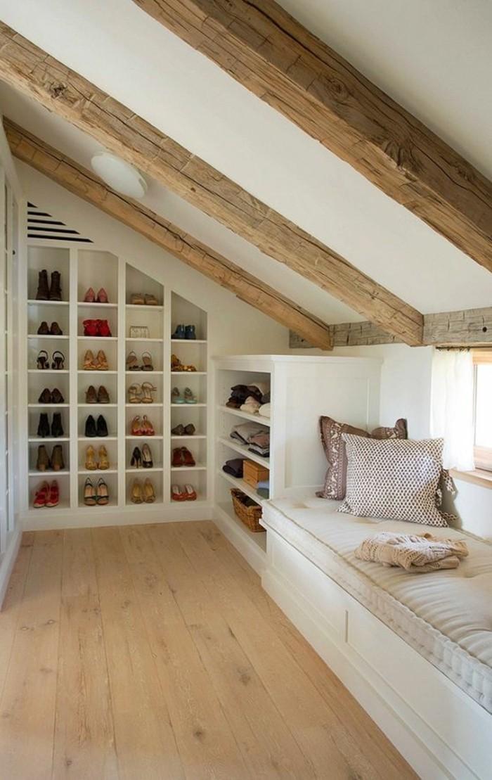 Einbauschrank-für-Dachschräge-freien Raum-optimal-ausnutzen-Einrichtungsideen-Regal1