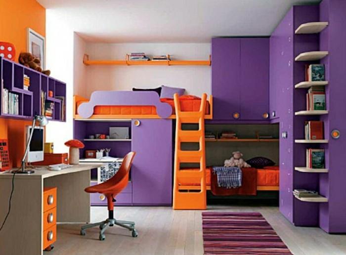Etagenbett-mit-Treppe-in-oranger-Farbe