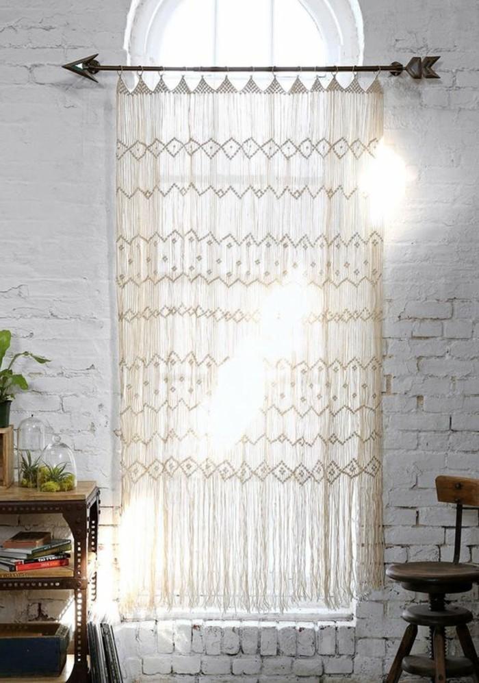 Große Fenster Dekoration mit Gardinen