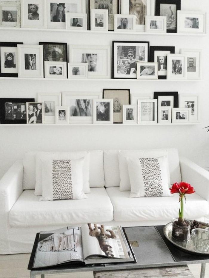 Fotowand-Ideen-weißes-sofa-viele-rahmenbilder-auf-regalen