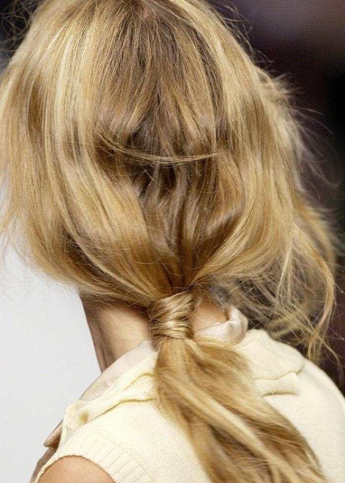 Frisuren-selber-machen-das-Haar-binden