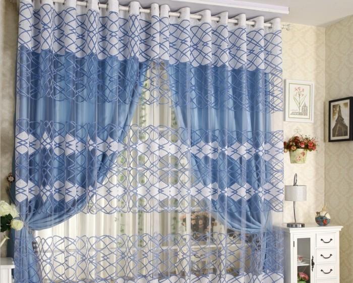 Gardinen-Idee-mit-blauem-Vorhängen