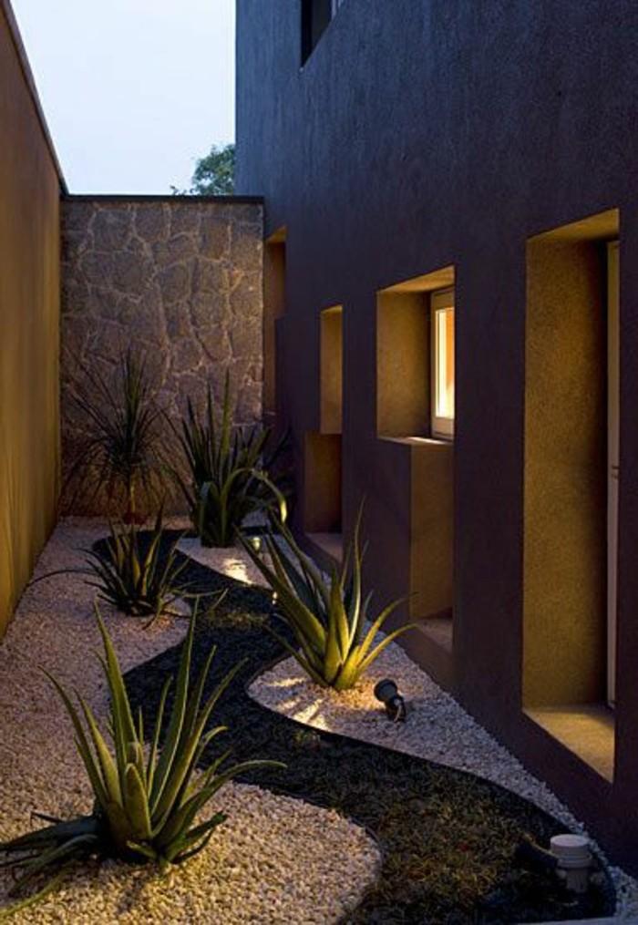 Gartengestaltung-kleine-Gärten-gartenweg-und-stein