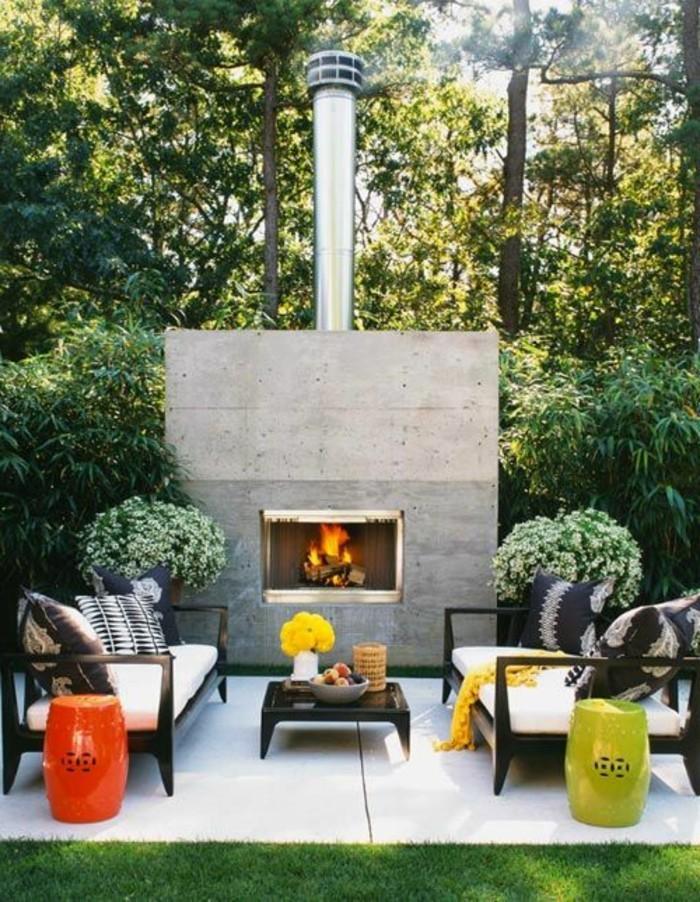 Gartengestaltung-loungemöbel-kamin-mit-schörnstein