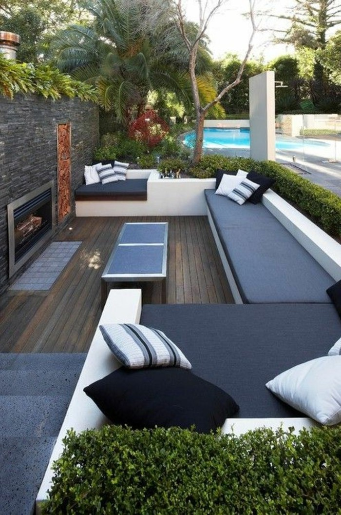 Gartengestaltung-modern-mit-modernen-loungemöbeln