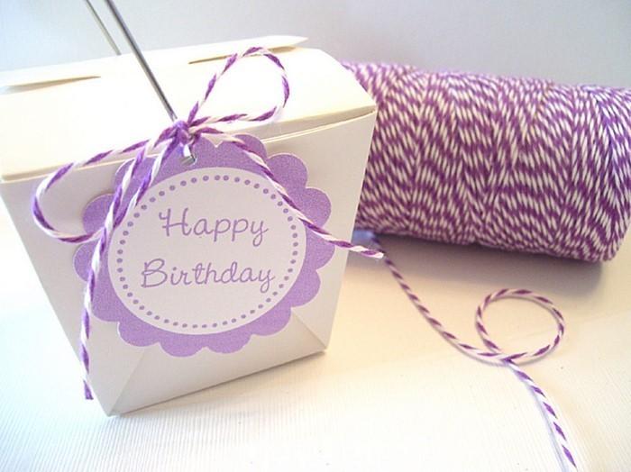 Geschenk-einpacken-Eine-auffällige-Verpackung