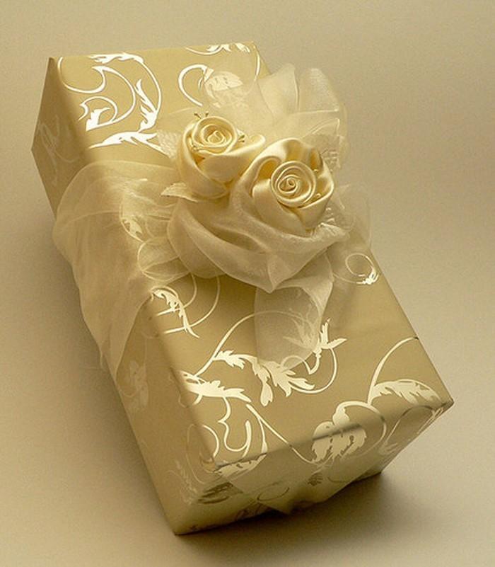 Geschenk-einpacken-Eine-coole-Gestaltung