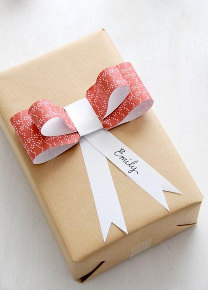 Geschenk-einpacken-Eine-wunderschöne-Dekoration
