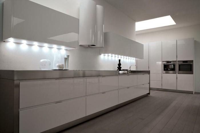 Gestalltungsideen-für-Moderne-Küche-Glasrückwand-Licht2
