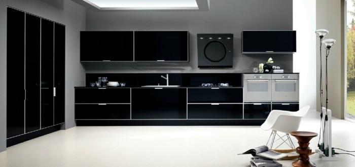 Gestaltungsideen für moderne Küche Glasrückwand in schwarz