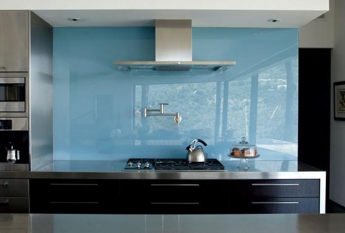 Gestalltungsideen-für-Moderne-Küche-Glasrückwand-Schwarz4