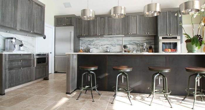 Gestalltungsideen-für-Moderne-Küche-Glasrückwand-Schwarz6