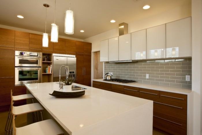 Gestalltungsideen-für-Moderne-Küche-Glasrückwand-weiß-Holz1