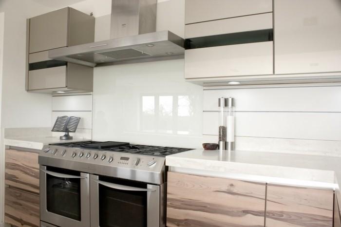 Gestalltungsideen-für-Moderne-Küche-Glasrückwand-weiß1