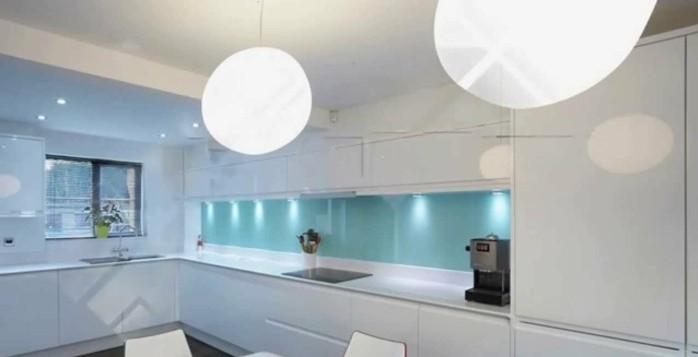 Gestalltungsideen Für Moderne Küche Glasrückwand Weiß10