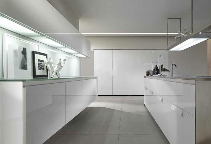 Gestalltungsideen-für-Moderne-Küche-Glasrückwand-weiß2